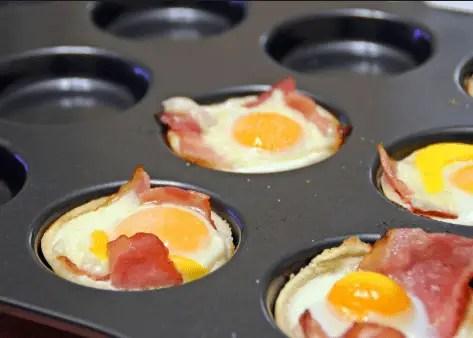 Canastillas calientes huevos fritos - Canastilla de hojaldre con huevos