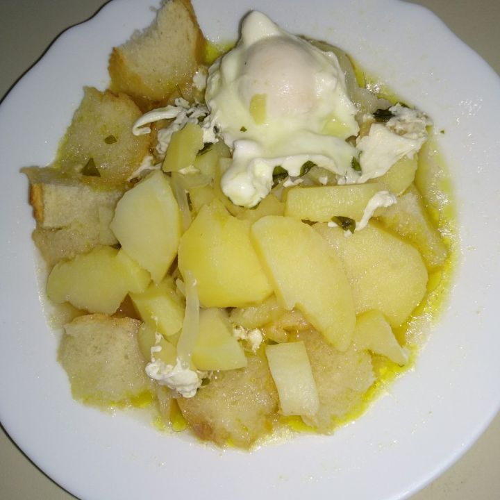Sopas trabalhadoras - Sopa de patatas con cebolla y huevo