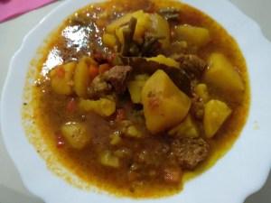patatas guisadas con carne - Recetas tradicionales de carne