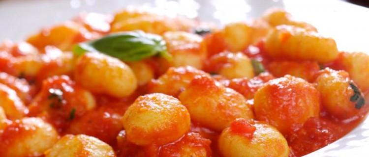 oquis con salsa roja  Recetas de cocina Fciles Rpidas y Saludables