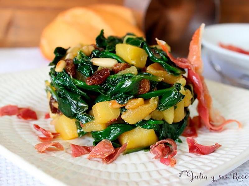 Espinacas salteadas con manzana pinones y pasas recetasestupendas