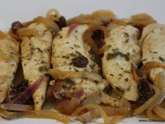 Solomillo-de-pollo-en-salsacebolla
