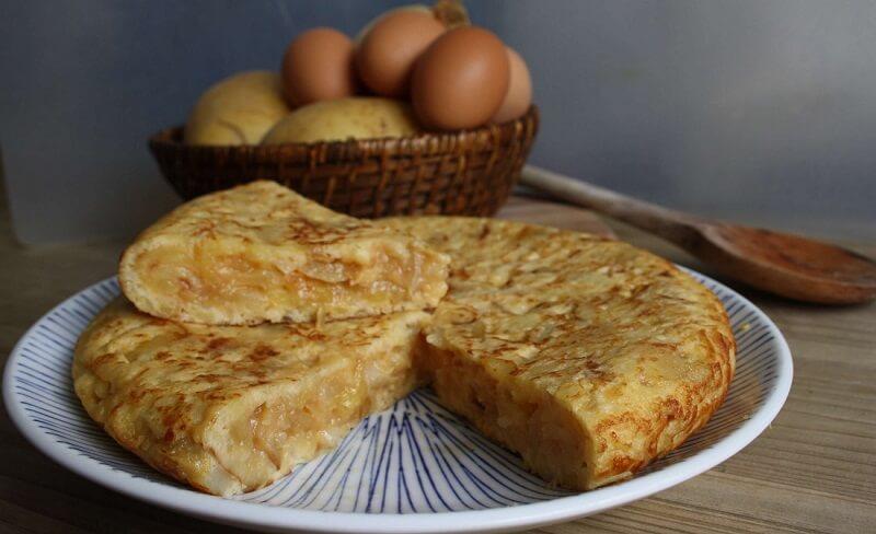 Tortilla de patatas súper jugosa, ¡cuidado que está buenísima!