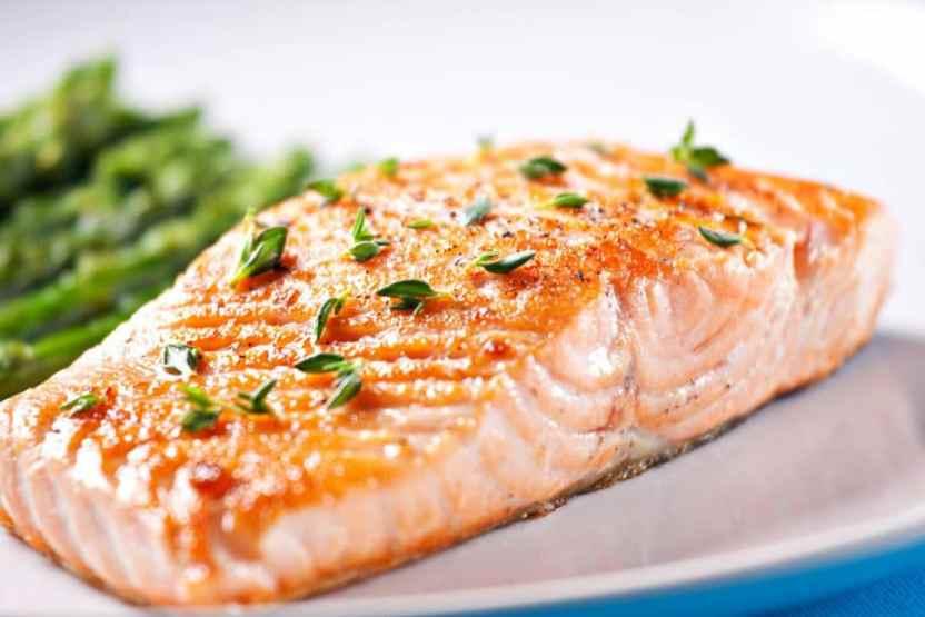 salmón con cebolla y limon