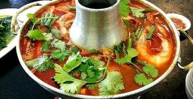 sopa de camarones tailandesa