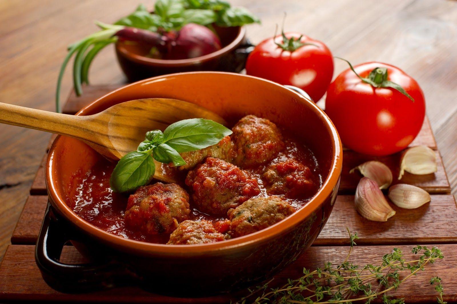 Albondigas de pollo con tomate
