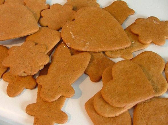Freshly_baked_gingerbread_-_Christmas_2004