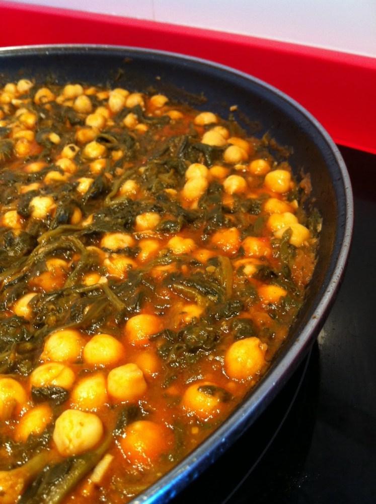 Espinacas con garbanzos y tomate, recetas vegetarianas...