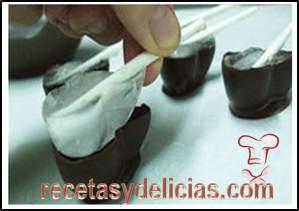 como hacer chocolates de corazon