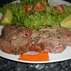 e213534406f5e673030b12a49a117407 - ▷ Chuletas de cerdo en adobo acompañadas con ensalada 🐖 🥗