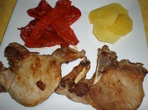 ▷ Chuletas de cerdo con manzanas y pimientos rojos asados 🐖 🍏