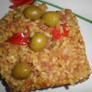 77df7a7d1a333dea87cc5a7a24bfa2c8 - ▷ Arroz amarillo con carne enlatada y aceitunas 🥘