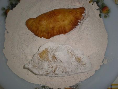Pasar por azúcar las truchas de batata