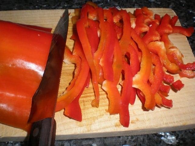 Partir pimiento rojo