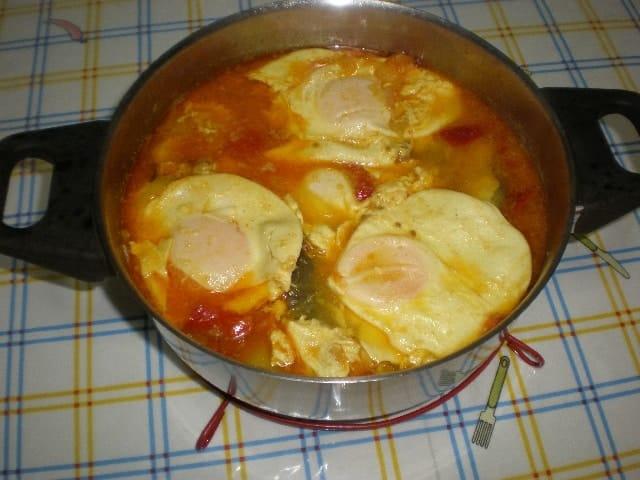 Cazuela de congrio con huevos