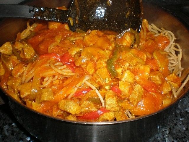 Espaguetis con salsa bondiola