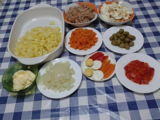 Ingredientes de ensaladilla manzanilla
