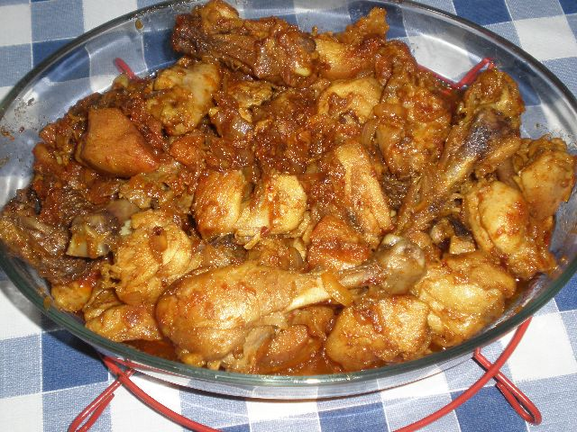 Pollo frito en sofrito