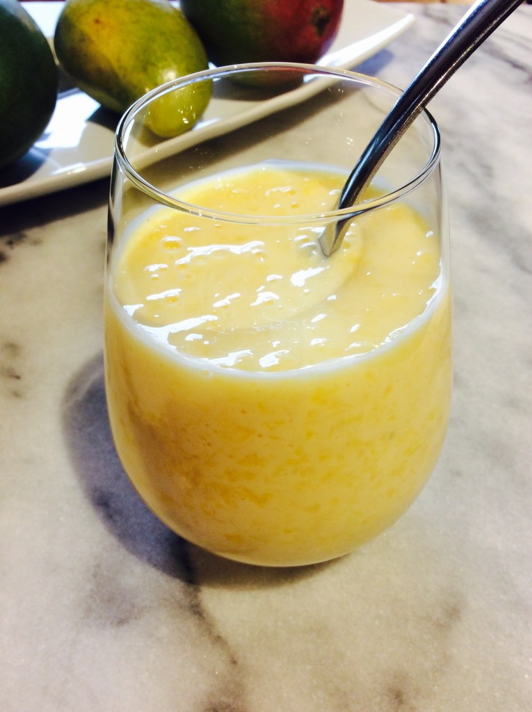 Smoothie à la mangue et ananas