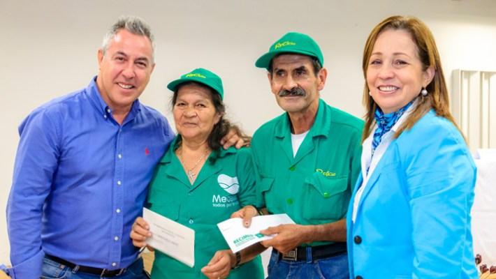 Recicladores de Medellín reciben pago adicional por su labor