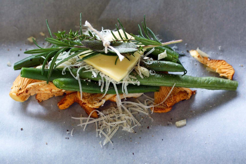 green bean and chanterelle en papillote
