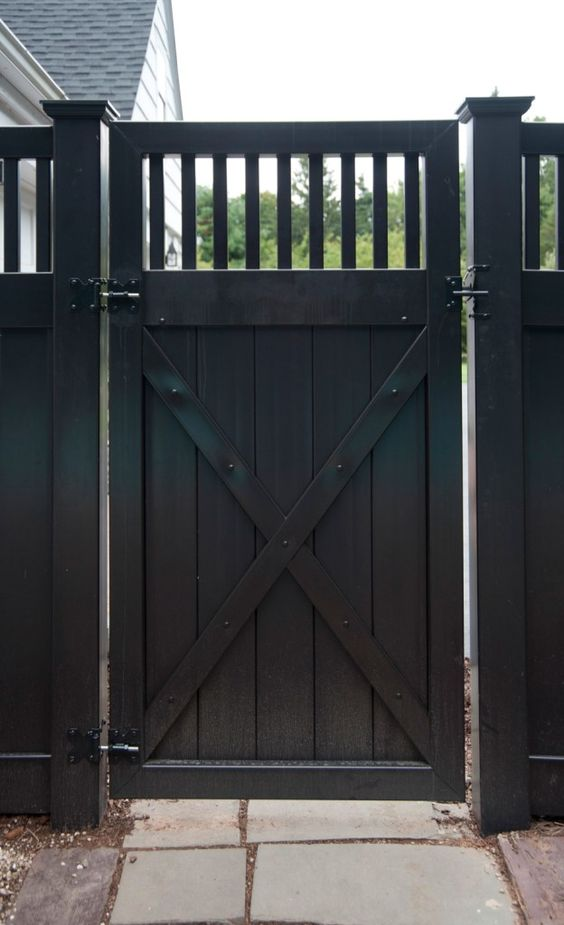 modern vinyl fence 12