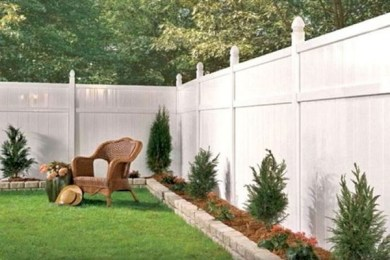 modern vinyl fence feature