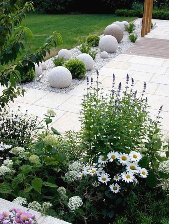 flower backyard ideas 22