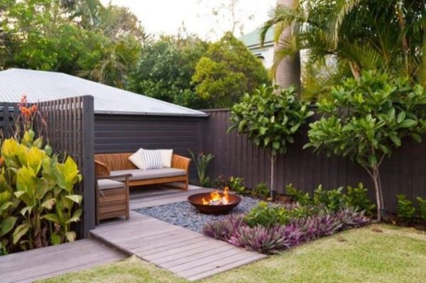 modern backyard ideas feature