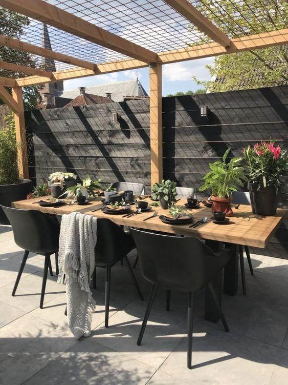 Backyard Furniture Ideas: Elegant Earthy Dining
