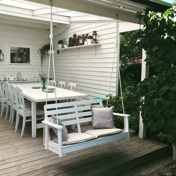 Backyard Furniture Ideas: Fun Dining Area