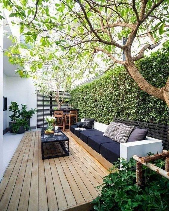 Backyard Furniture Ideas: Sleek Modern Sofa