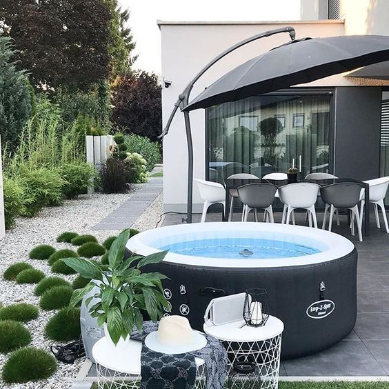 backyard hot tub 18