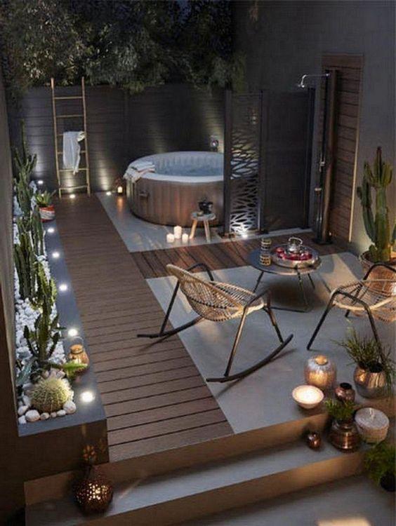 Backyard Hot Tub: Catchy Spacious Deck