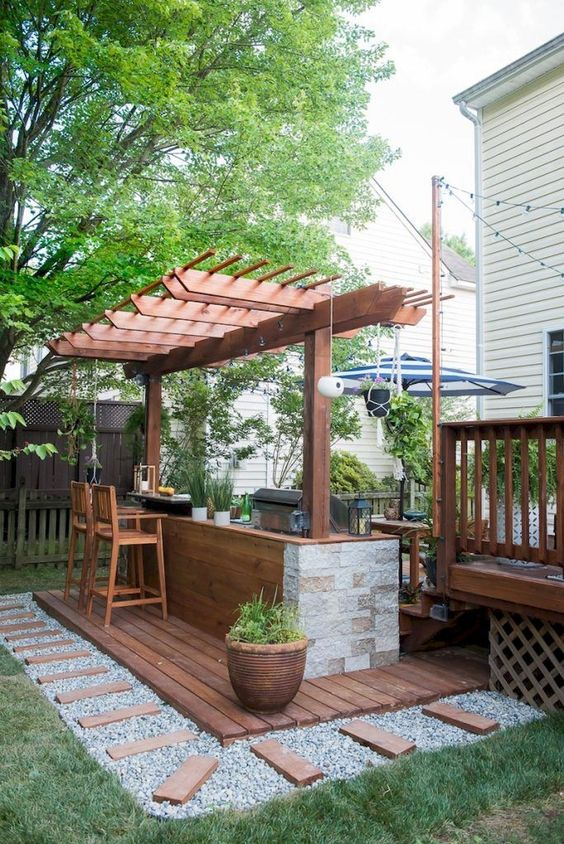 Backyard Bar Ideas: Stylish Woody Design