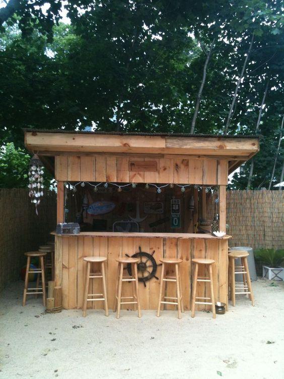 Backyard Bar Ideas: Chic Nautical Design