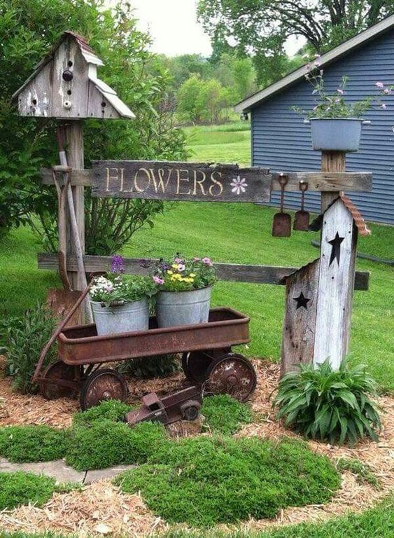 Rustic Backyard Ideas: Catchy Accent Fence