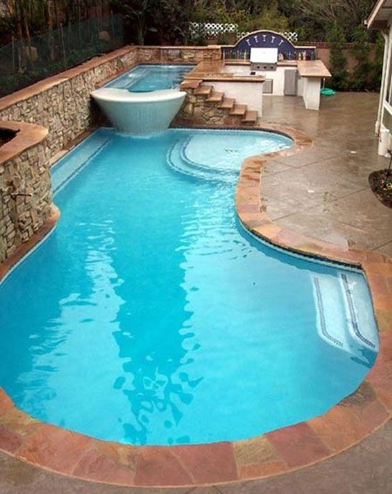 Swimming Pool with Hot Tub: Stunning Huge Design