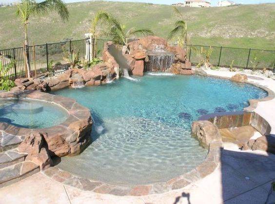 Swimming Pool with Hot Tub 11