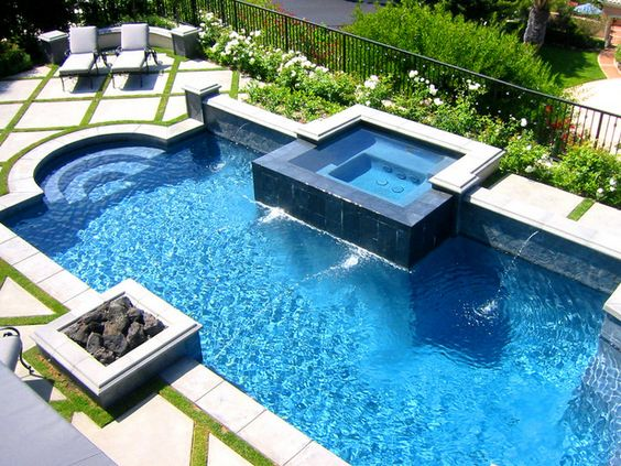 Swimming Pool with Hot Tub 14
