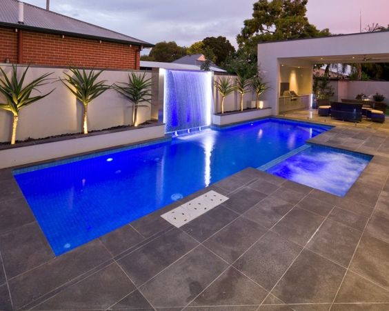 Swimming Pool with Hot Tub 19