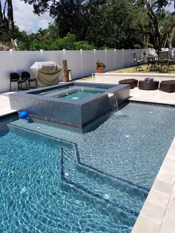 Swimming Pool with Hot Tub: Stylish Modern Design