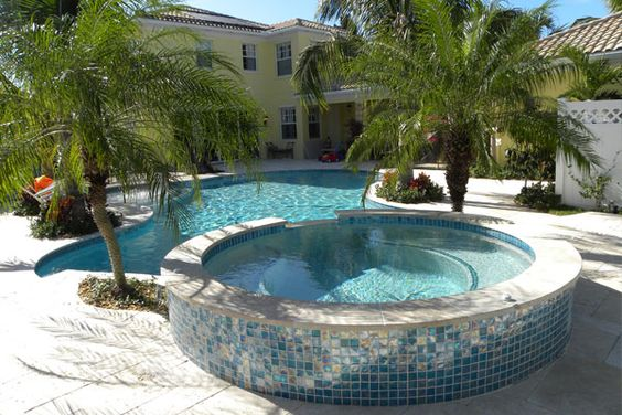 Swimming Pool with Hot Tub 8
