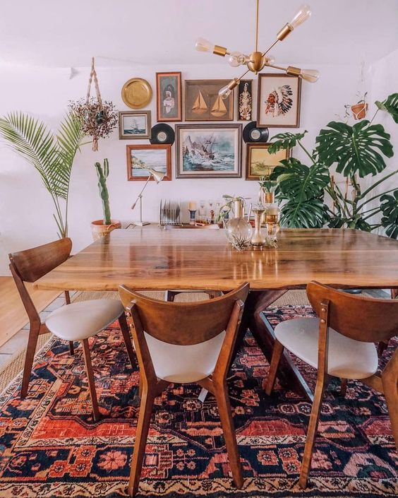 Eclectic Dining Room: Festive Earthy Decor