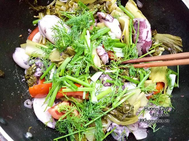 Mực xào dưa chua lạ miệng, đổi món ăn tươi dịp cuối tuần - 6