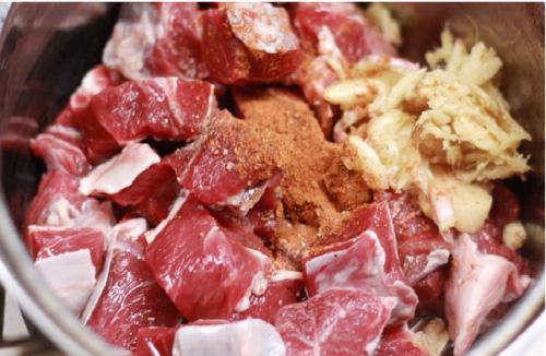 Cần chọn được thịt bò đỏ, ngon (Ảnh: Internet)