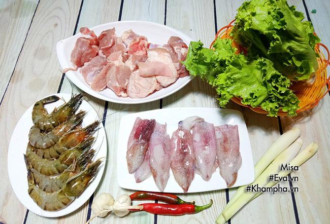 Tự làm mì Quảng hải sản thơm ngon kích thích vị giác - 1
