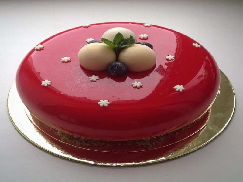 Mirrorglaze cakes are taking the world of pastries by