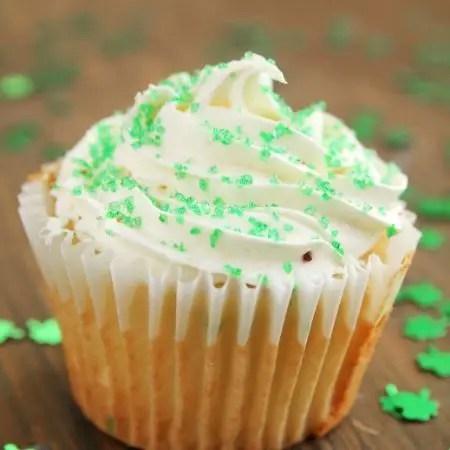 easy yummy vanilla cupcakes, cupcake recipe