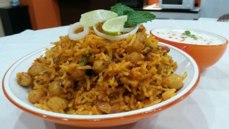 Aachari Chhole Pulav  (Pickled Chholay Pilau)